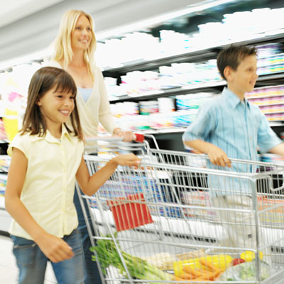 ghk-kids-organizing-children-in-grocery-store-lgn
