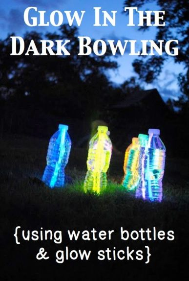 Cool-Glow-Stick-Ideas-Glow-in-the-dark-bowling-using-glow-sticks-and-water-bottles-3