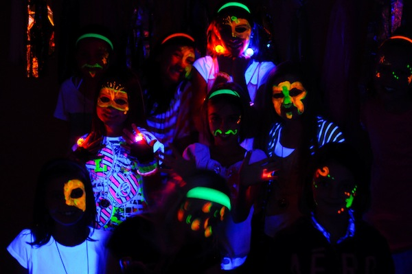 Neon-Glow-in-the-Dark-Party-378