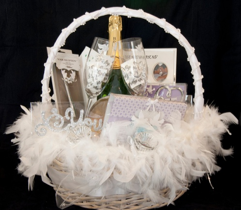 Wedding Gift Ideas For 20 Somethings : wedding-gift-baskets