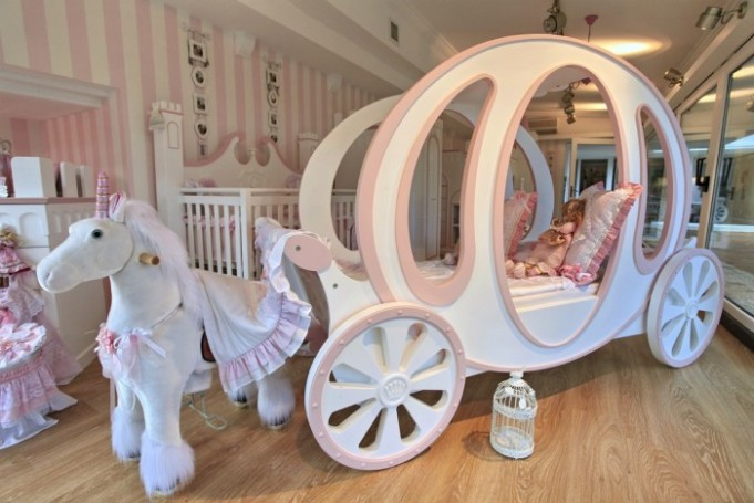 2-little-girls-bedroom-1-700x468