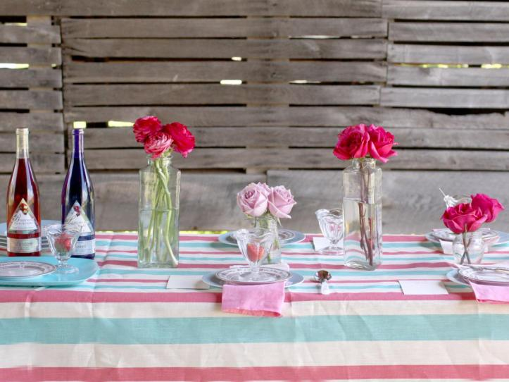 Original_Manvi-Hidalgo-Summer-Table-Settings-Vintage-Barn-Background-Pink-Blue-Table_s4x3.jpg.rend.hgtvcom.1280.960