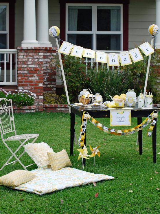Original_Paper-and-Cake-outdoor-lemonade-stand_s3x4.jpg.rend.hgtvcom.1280.1707